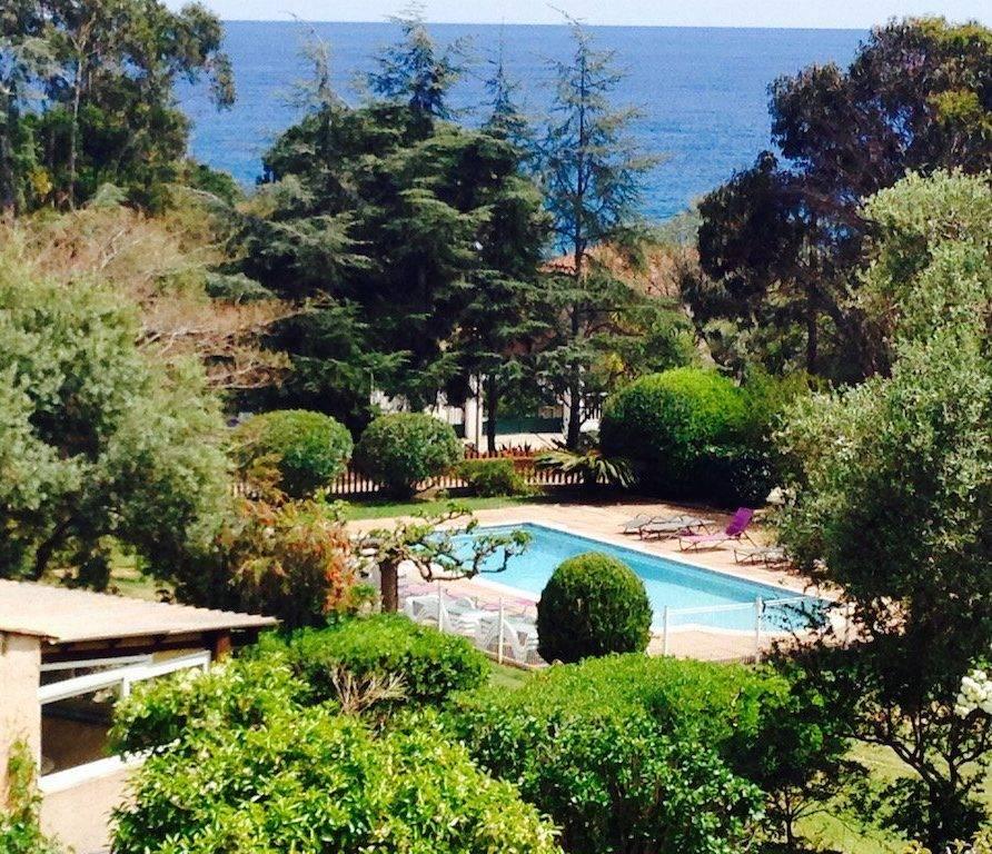 Solenzara – appartement pour 6 personnes face à la mer – piscine