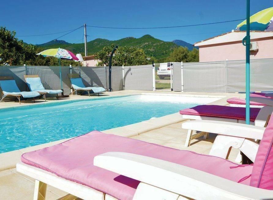 Ghisonaccia – location maison de vacances avec piscine