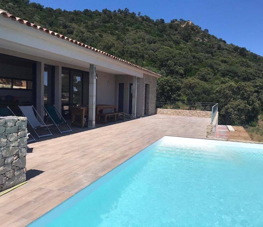 Ste Lucie de Porto-Vecchio villa avec piscine pour 8 personnes-terrasse